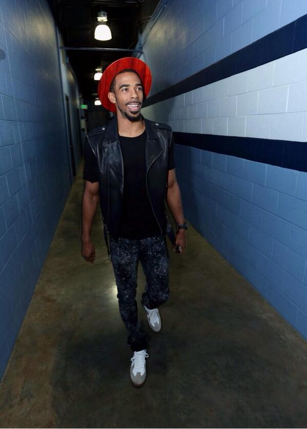 Mike Conley had quite a day: 1) won the NBA's sportsmanship award, 2) was sensational for the Grizz, 3) wore this: http://t.co/umiAnVlkgj
