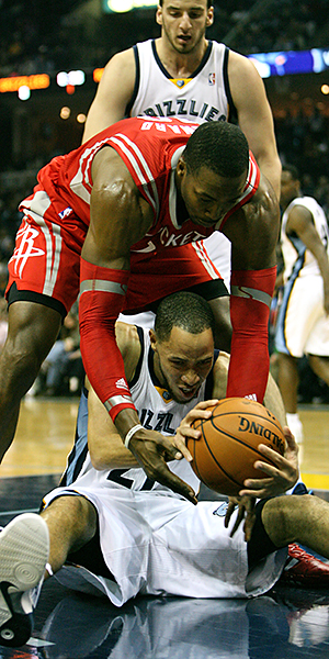 HOMEWRECKERS ---Playing in FedExForum hasn't been pleasant for veteran Tayshaun Prince and the Grizzlies in recent weeks. Memphis, which opens a five-game homestand Saturday starting with Brooklyn, has dropped three straight and four of its last five at home. (Photo by Christopher Davis/MemphiSport)
