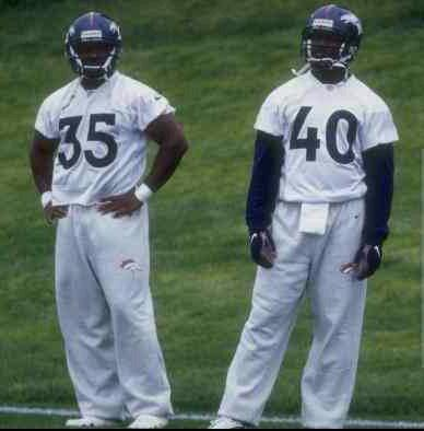 RESPECT DA BRONCO --- Former Memphis Whitehaven High star running back Curtis Alexander (right) was a member of the last Denver Broncos team that played in the Super Bowl. The Broncos will play in Sunday's big game against Seattle, ending after his a 15-year absence. (Photo by Brian Bahr/Getty Images)