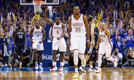 PURE DOMINANCE ---Durant emerged as the leading candidate to dethrone Miami's LeBron James of back-to-back MVPs when he scored at least 25 points in 41 consecutive games. (Photo by Bill Waugh/Rueters)